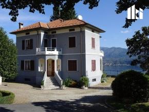 Villa mit Nebengebäude in Alzo di Pella  Voransicht